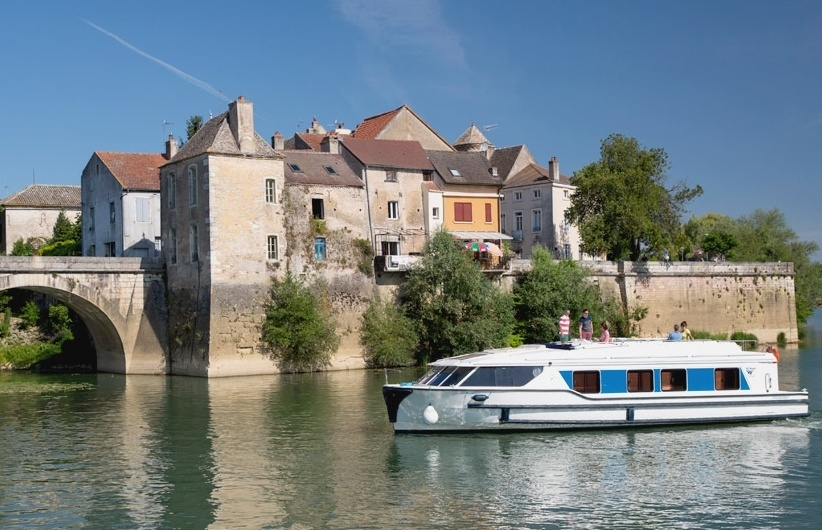 BARGING IN THE FRENCH COUNTRYSIDE