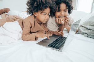 PARENTING IN A WORLD OF SCREENS