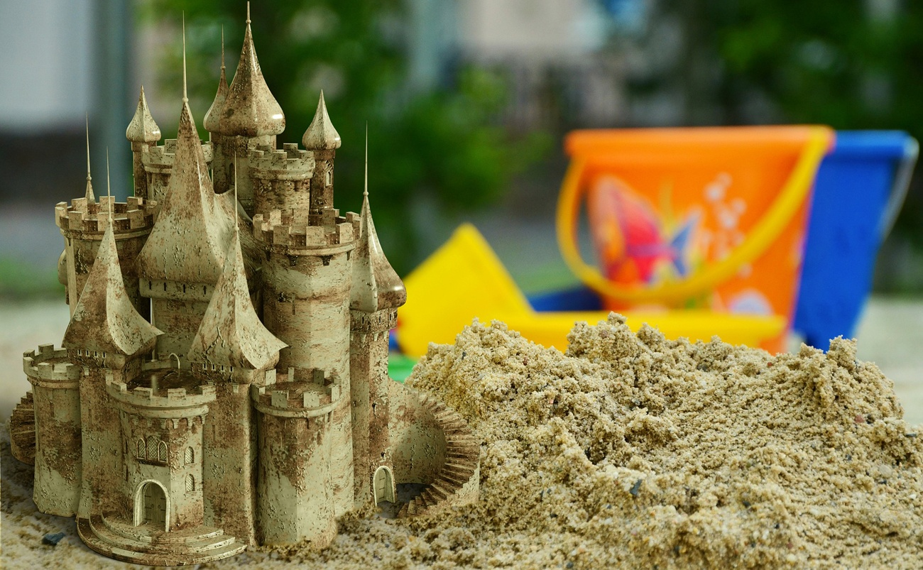 THINGS TO MAKE AND DO WITH SAND