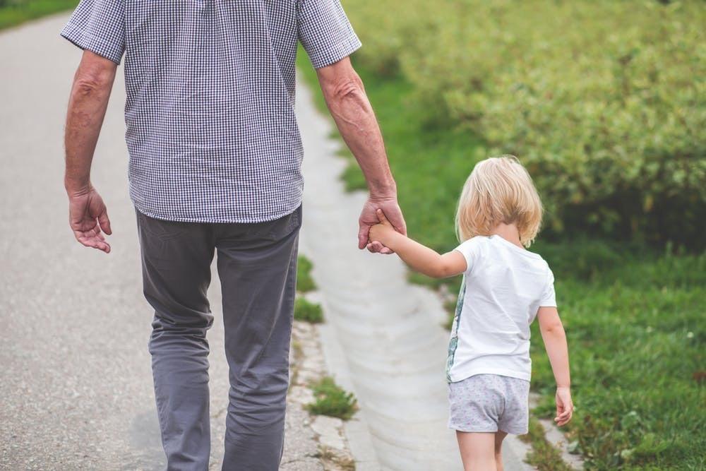GRANDPARENTS WITH DEMENTIA: HELPING CHILDREN UNDERSTAND